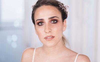 Maquillaje Novia Romantique: piel semimate, ahumado y labio bitono